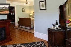 wine-garden-inn-guestroom