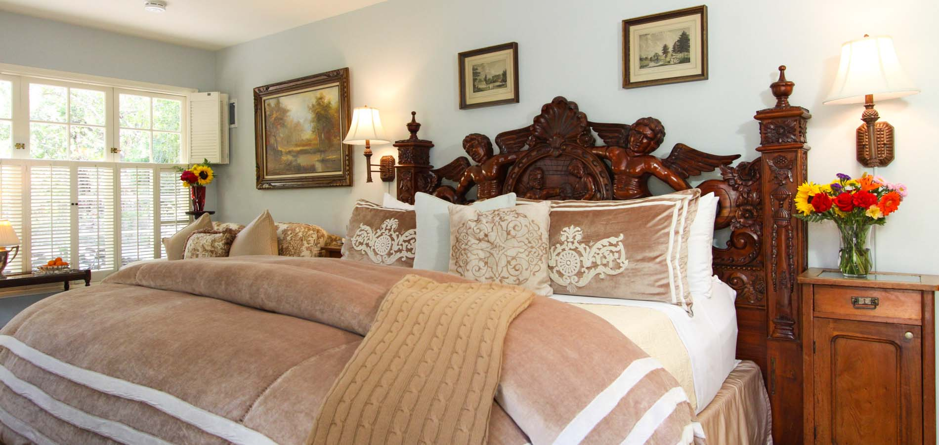 stoneleigh monterey bed and breakfast guestroom with bed and couch